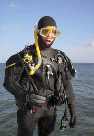 scuba dive suit diving wetsuits tips how to find the right diving wetsuit