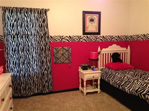 zebra and pink bedroom 1000 ideas about pink zebra rooms on pinterest zebra 17904 | 9f8bd200095710004485d3b0a8b3861c