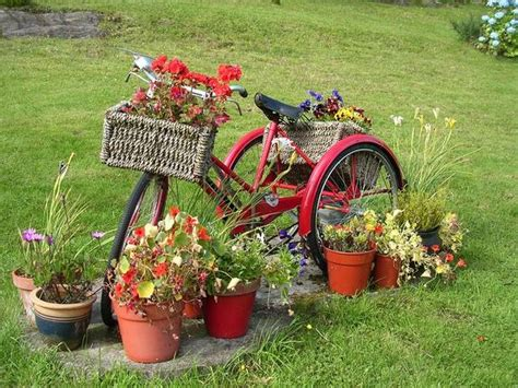 Upcycling Ideas For The Garden Upcycling Bikes In The Garden 14 Ideas For Bicycle Planters