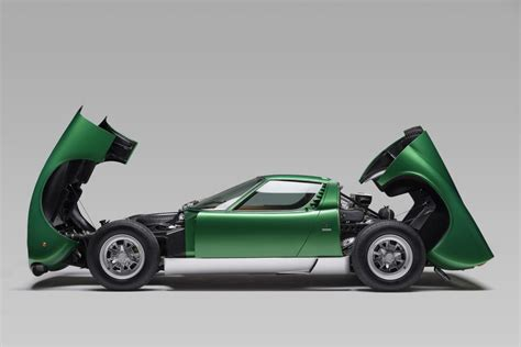 Lamborghini riporta in vita una Miura SV del 1971   Wired