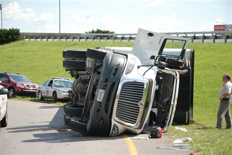 truck crashes report car drivers at fault in nearly 80 percent of car