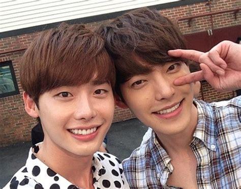 film lee jong suk dan kim woo bin lee jong suk and kim woo bin poke fun at each other soompi