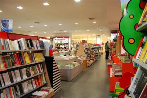 libreria mondadori chiude la libreria mondadori