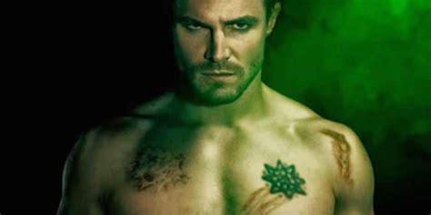 oliver queen s chest tattoo stephen amell confirms bratva on arrow dc vigilante