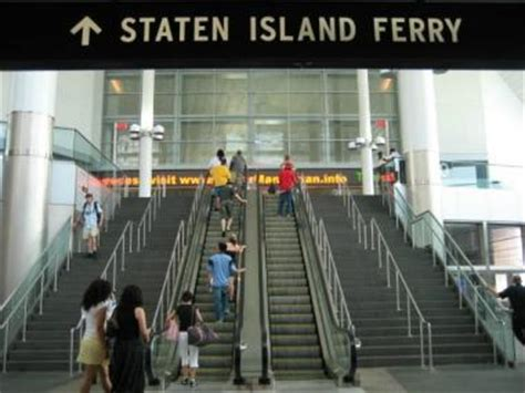 inside xmass decorators in staten island ny mayor defends ban on decor at staten island ferry terminal downtown new york dnainfo