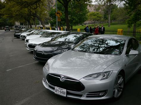 Tesla Owners Image Tesla Owners Supporters Gather In Statehouse In