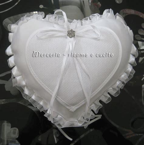 cuscino portafedi da ricamare cuscino portafedi a forma di cuore per matrimonio panna