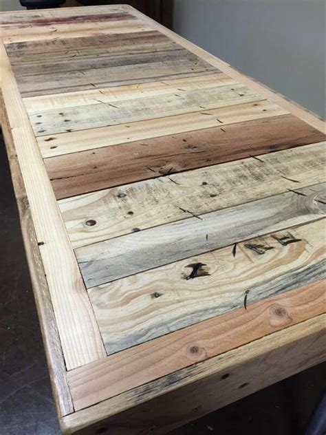Reclaimed Pallet Furniture by Reclaimed Pallet Desk Pallet Furniture Diy