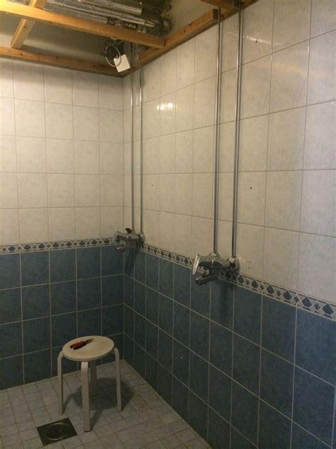 Small Bathroom Designs With Shower Uutta Ilmett 228 Kylpyhuoneeseen Kaakeleiden Maalaus V33