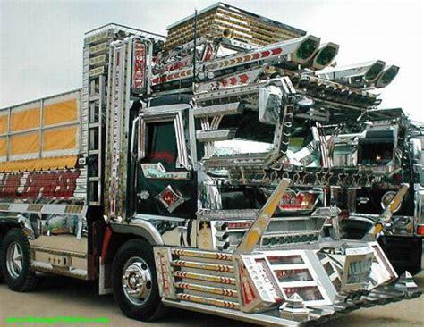 how long is the monster truck show custom trucks