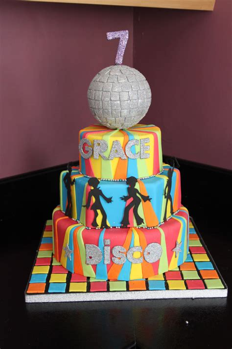 Discake Disglitter Ball Cake With Disda Ers