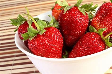 carbohydrates in 5 strawberries calories in strawberries and their nutritional benefits
