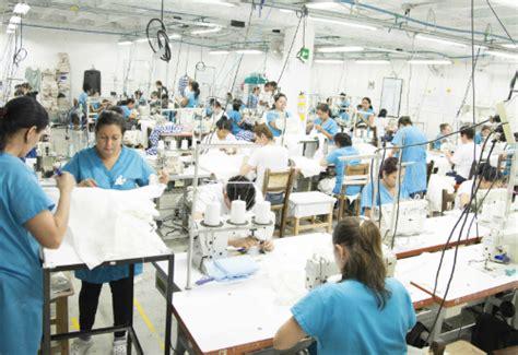 imagenes gratis gente trabajando im 225 genes de as 237 es trabajar en una l 237 nea de producci 243 n textil