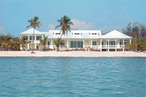 Luxury Beachfront Homes For Rent In Florida Oceanfront Estate In Islamorada Florida Luxury Vacation Rental Turtle Nest Estate