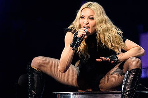 Madonna Fan Attacks by неизвестные выложили в сеть незаконченный альбом мадонны