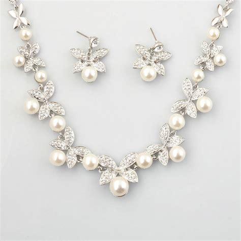 Perlenkette Hochzeit by Perlenkette Und Ohrringe Gro 223 E Auswahl An Piercing Und