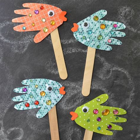 toddler diy crafts handprint fish puppets blitsy