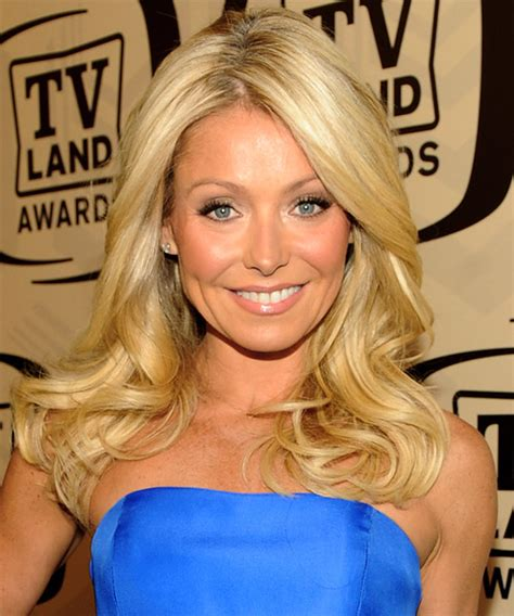 how to get kelly ripa wavy hair kelly ripa long wavy formal hairstyle light blonde golden