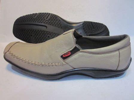 Sepatu Casual Kickers Suede Grey daftar harga sepatu kickers original terbaru koleksi