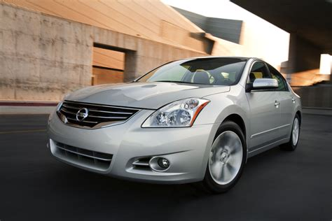 nissan altima coupe 2010 2010 nissan altima gets a refresh and starts at 19 900