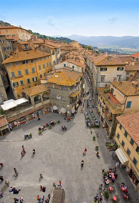 pop cortona cortona piazza photograph