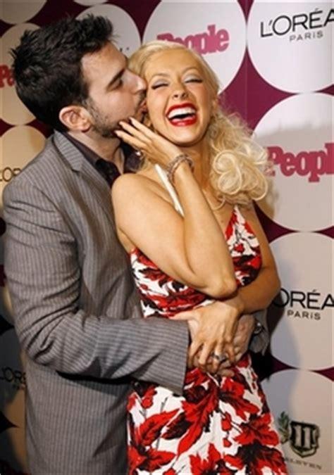 Aguilera Husband On Sundays by Aguilera Reveives From Husband At Magazine