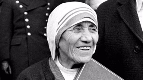 mother teresa biography nobel peace prize mother teresa to be made an official saint after pope