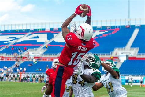 Florida Atlantic Mba Reviews by Football Florida Atlantic Goes To The Wire Against