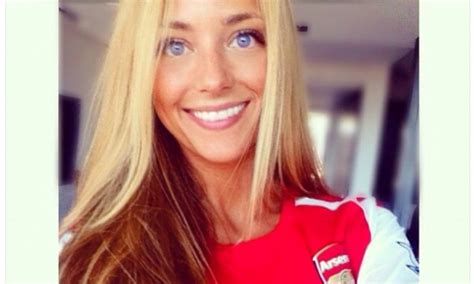 Kaos Arsenal The Guneer New Uk M alex s laia grassi poses in arsenal shirt