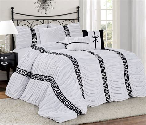 Homechoice Comforters by Homechoice 7 Harley Chic Ruched Pleated Comforter