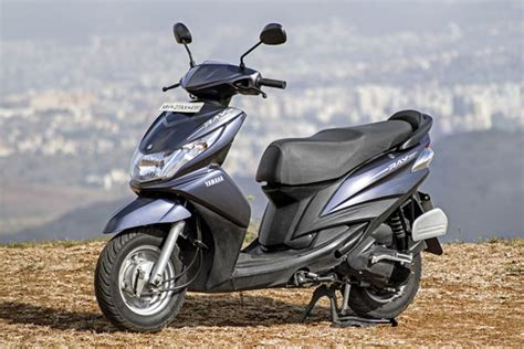 yamaha ray vs honda dio yamaha ray z or honda dio feature autocar india