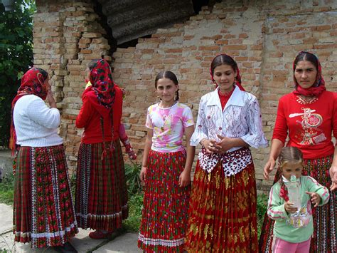 gypsy roma cultural fashion hair traditional gypsy dress gypsy culture culture and visit