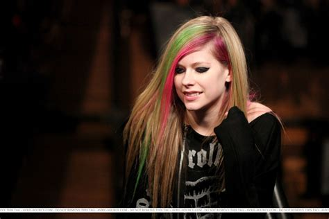 New Promo For Avril Lavigne by Fuse Top 20 Countdown New York 09 03 2011 Avril Lavigne