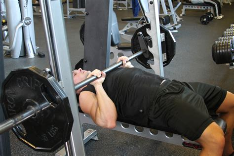 bench press machine vs free weight barbell vs smith machine bench press the pro s con s of