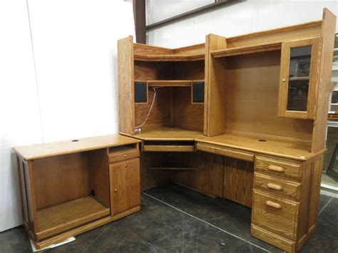 Large Corner Office Desk by Large Oak Corner Office Desk W Book Shelf Hutch