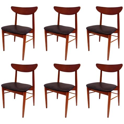 Curved Back Dining Room Chairs Classic Mid Century Modern Set Of Six Curved Back Dining Chairs At 1stdibs