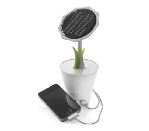 Solar Swimsuit To Power Gizmos by Chargeur 224 233 Nergie Solaire Solar Sunflower Ubergizmo