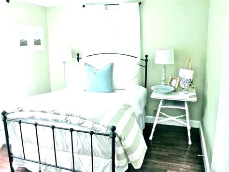 these guest room decor ideas on a budget are great way to