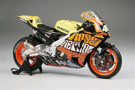 Diecast Miniatur Motogp Valentino 2003 Honda Rc211v bikes tamiya valentino 1 12 bike honda rc211v gp