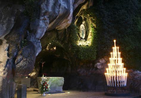 web grotta di lourdes le sanctuaire a 233 roport de tarbes lourdes pyr 233 n 233 es
