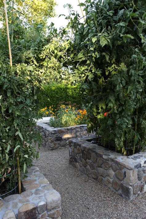 Rock Vegetable Garden 25 Best Ideas About Raised Beds On Raised Flower Beds Planters And