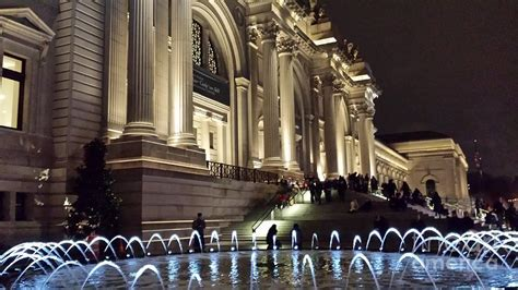Nyc Duvet Metropolitan Museum Of Art Fountain At Night Photograph By