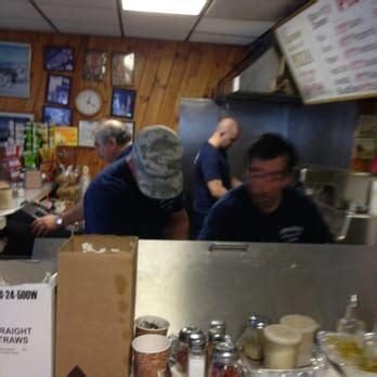 supreme house of pizza supreme house of pizza subs 17 photos 47 reviews pizza 376 centre st