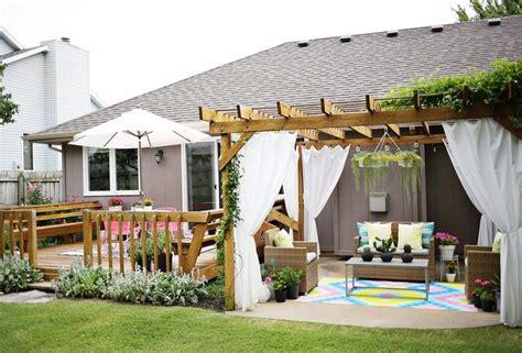 Backyard With Pergola by 5 Summer Patios That Showcase Chic Backyard Design