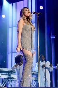mariah carey s billboard music awards makeup pret a reporter mariah carey in tom ford dress during red carpet at