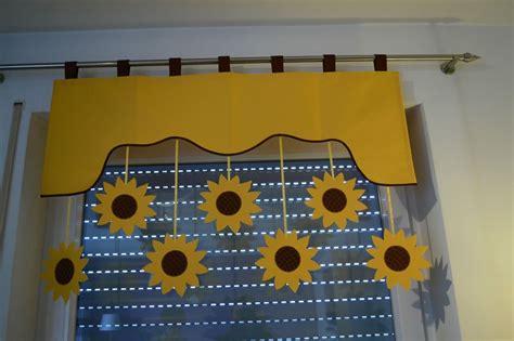 gardinen aufhangen mit ringen vorhang querbehang fensterdeko kinderzimmer motiv gelb 140