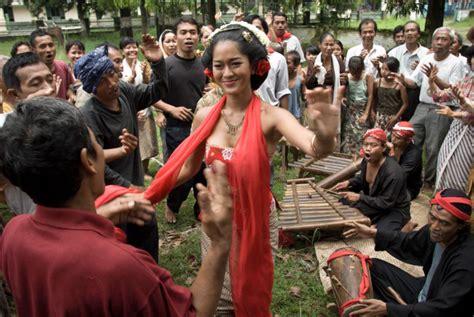 film korea hot bahasa indonesia indonesian films get festival treatment