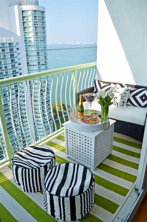 Blau Weißer Teppich by Balkonteppich Holzfliesen Oder Farbe Als Bodenbelag W 228 Hlen