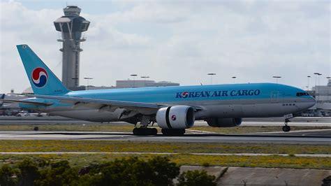korean air cargo boeing 777 freighter hl8252 landing at lax