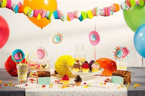 dekoration spiele kindergeburtstag deko tipps mit cupcake f 246 rmchen auf for